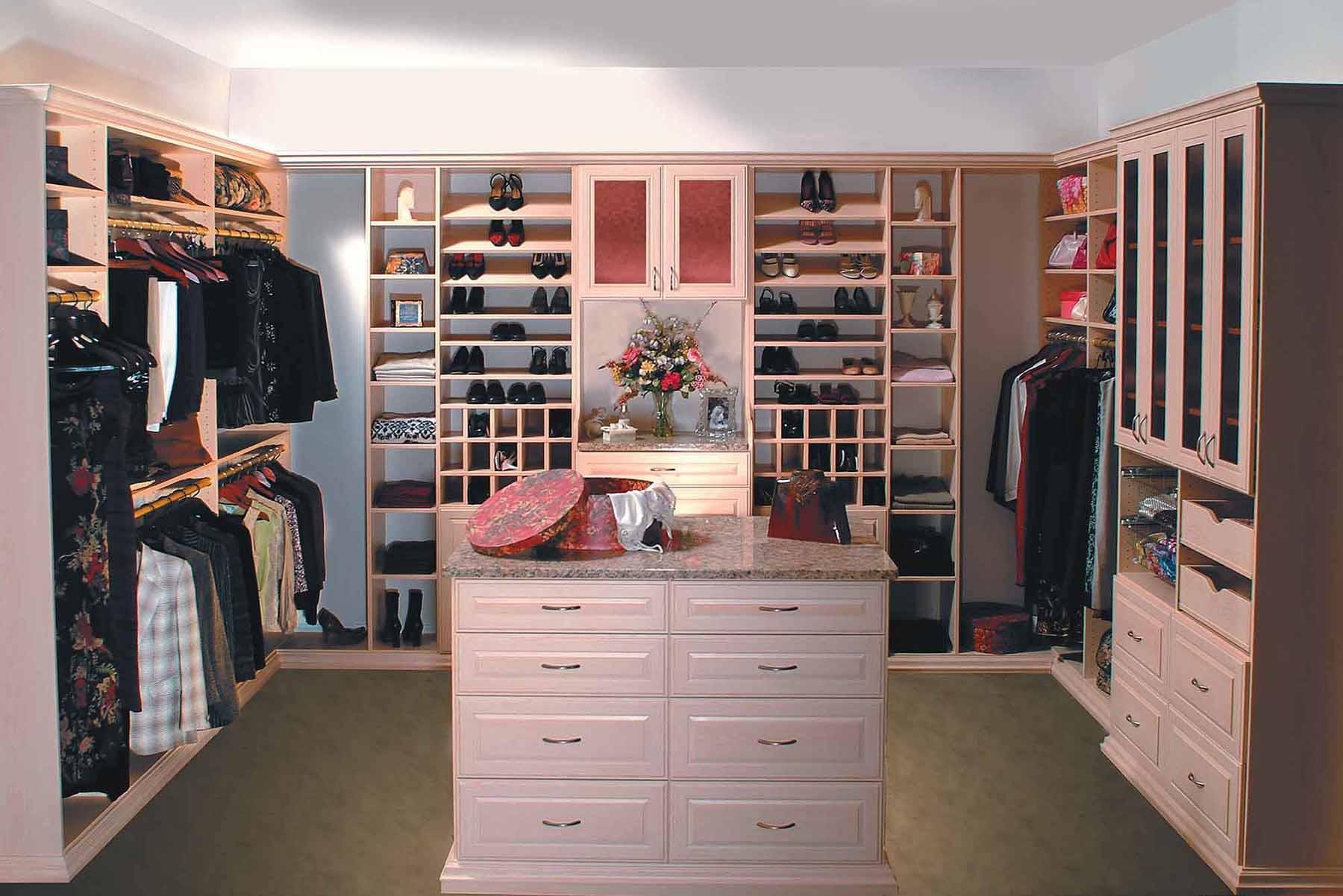 Womans walk in closet boutique