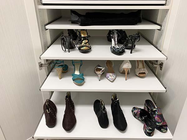 Sliding drawer shoe organizer