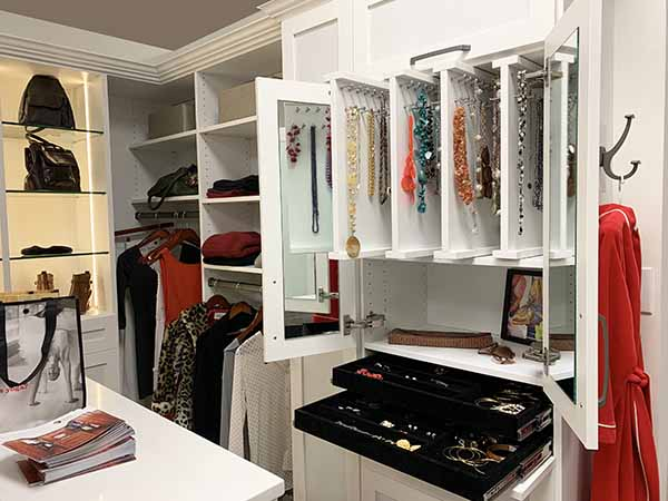 Jewelry vertical sliders and organizers