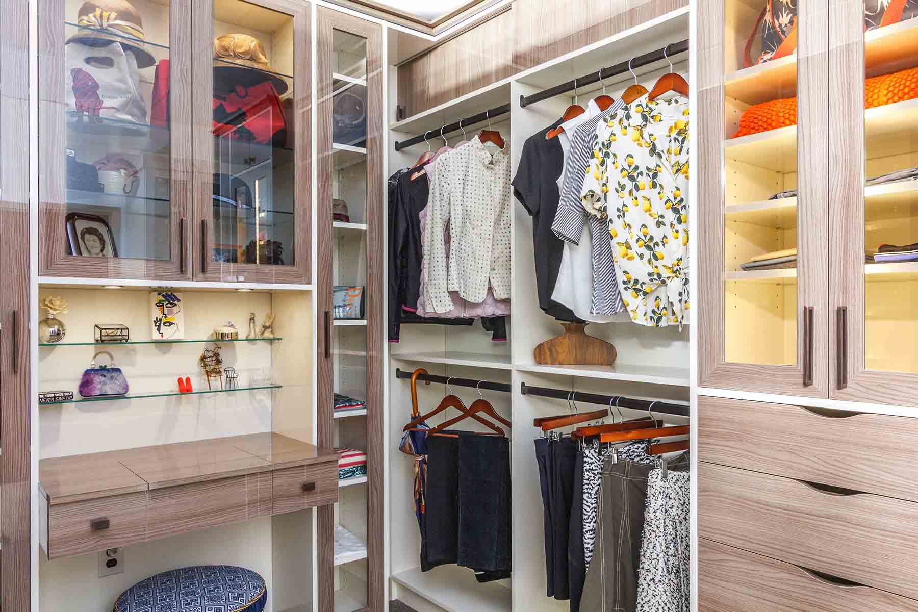 Walk In Closet With High Gloss Finish
