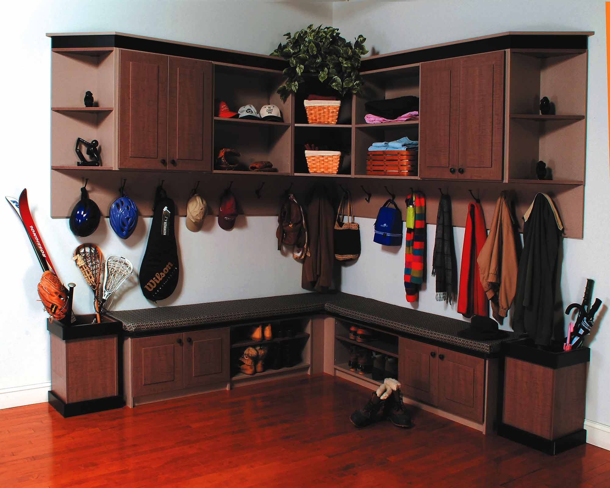The Benefits of Having an Entryway or Mudroom with Ample Storage