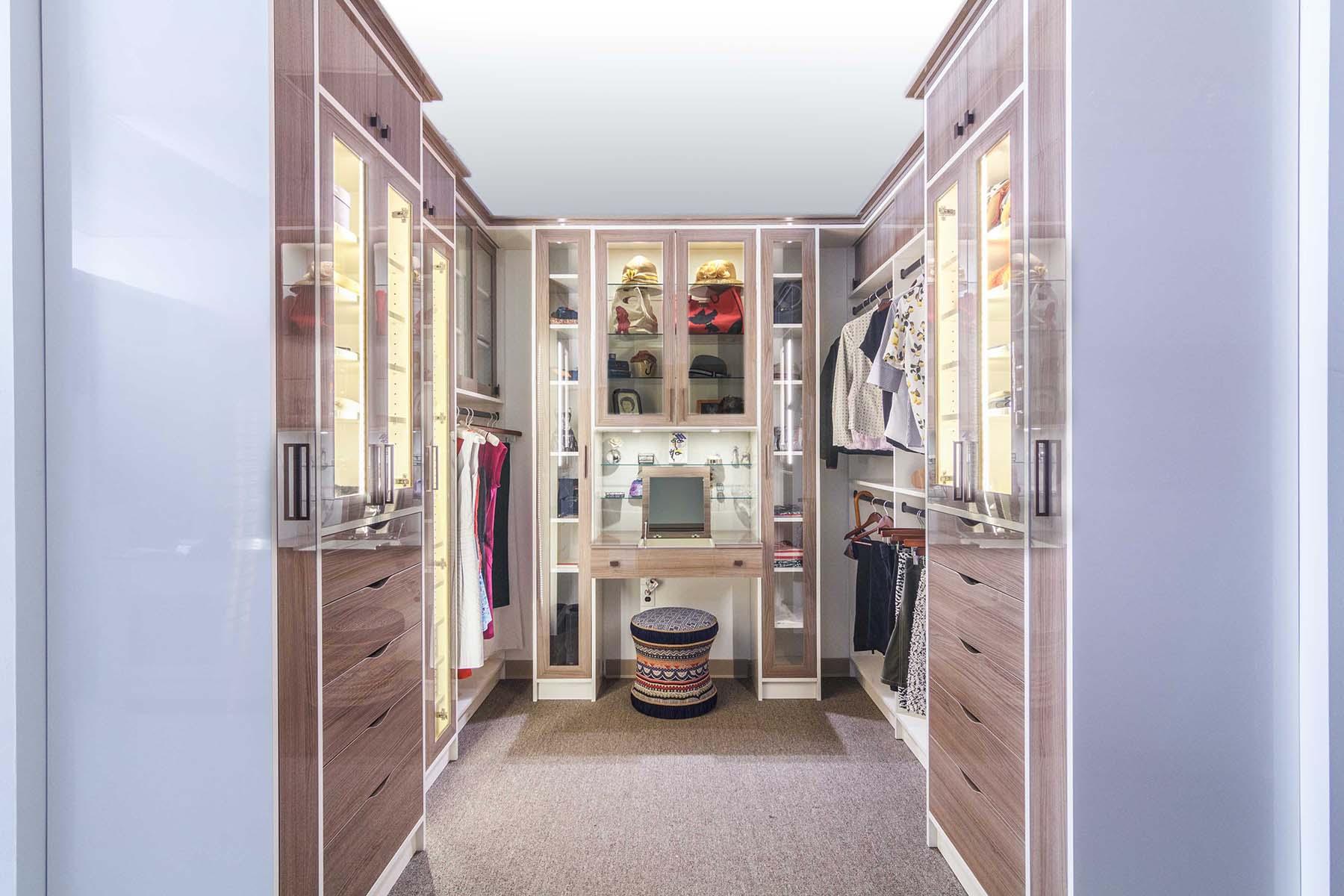 High Gloss Walk-In Closet Design