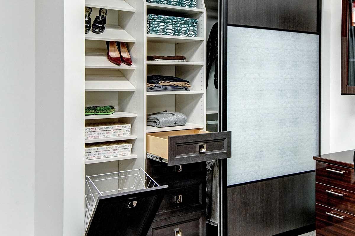 Reach-in closet installation