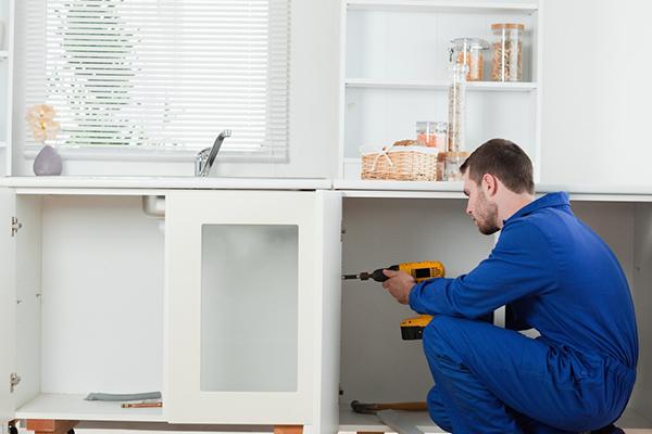 handyman installating closet doors