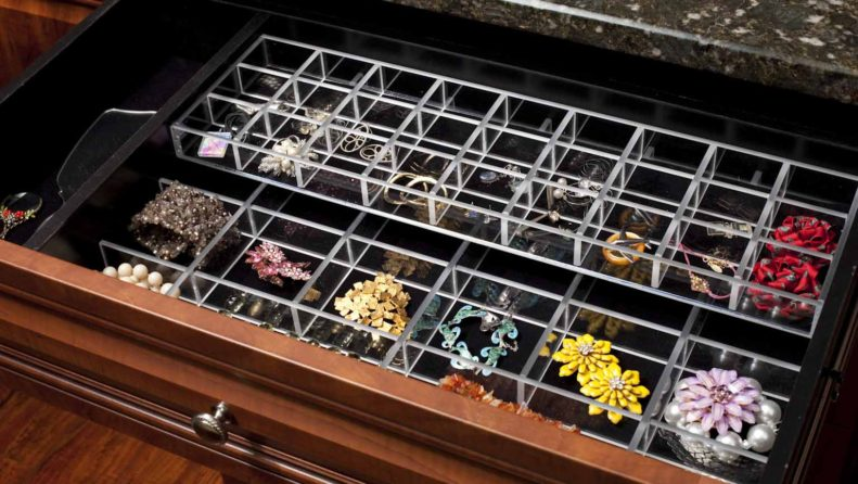 Closet drawer with jewelry insert accessory