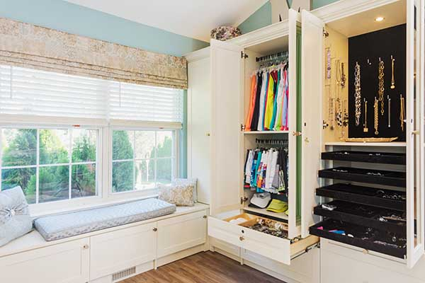 Walk In Closet ideas with outfits and jewelry neatly organized