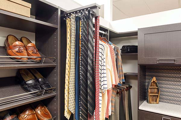 Closet design with pull out tie rack