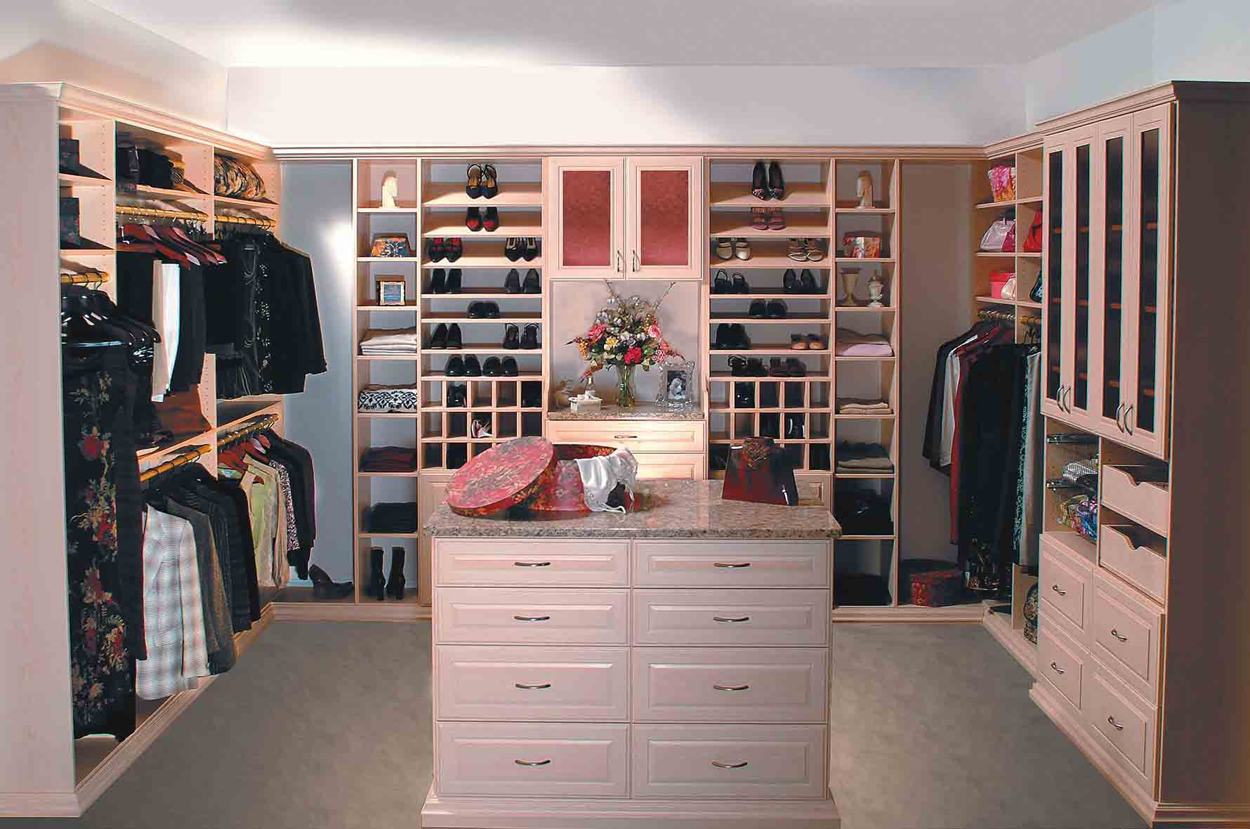 6 Features that Will Add A Little Luxury to Your Custom Closets