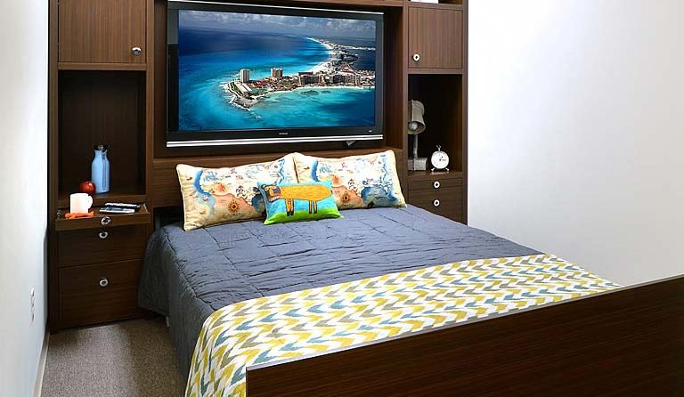 Custom Zoom Room bed accessory options
