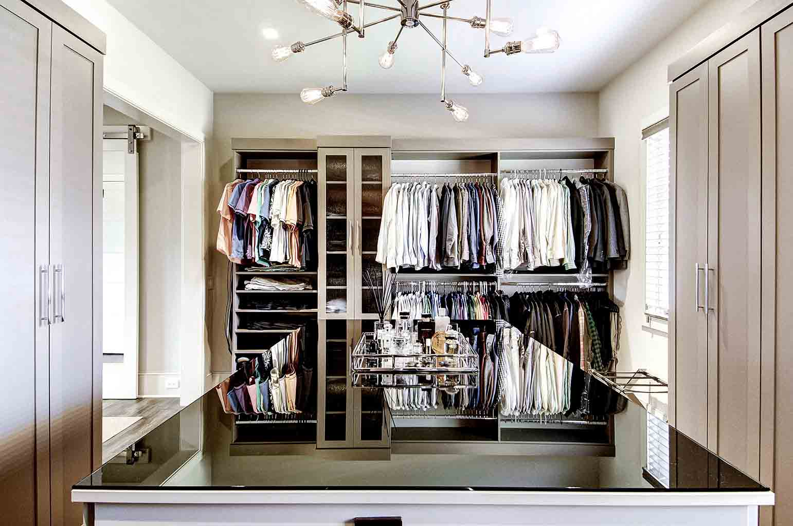 Walk in closet organization system
