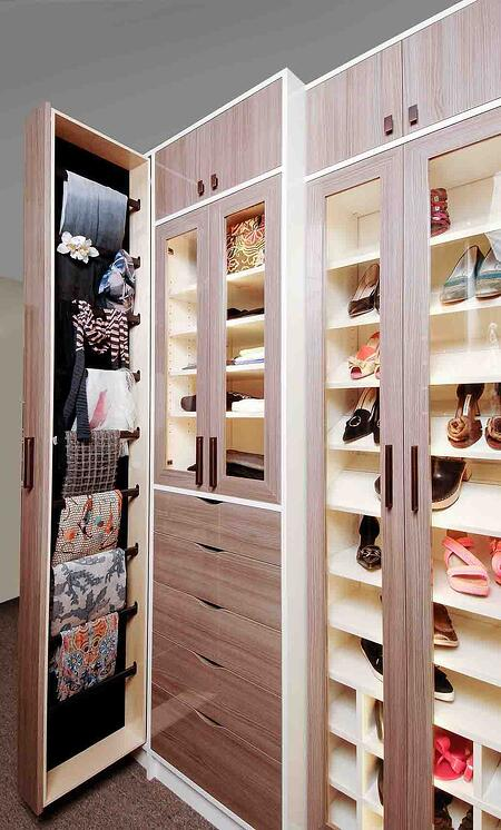 Chic style walk-in closet design finished in high gloss