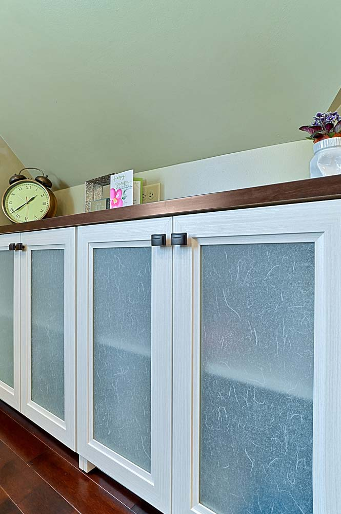 Cabinet doors with beautiful laminated glass inserts