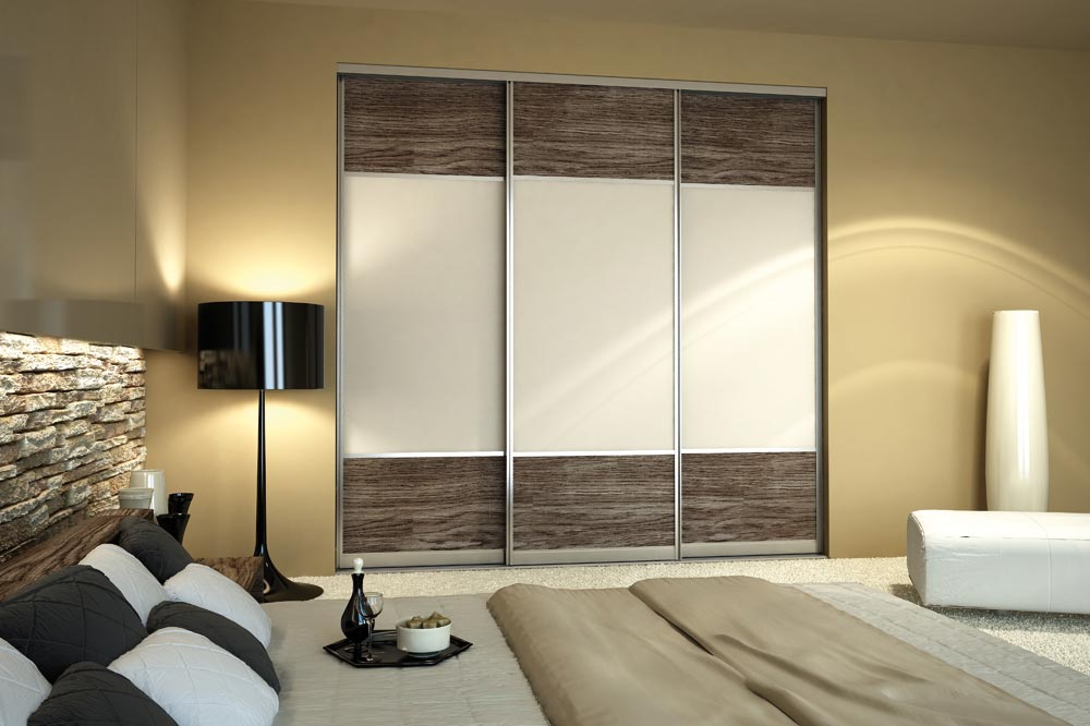 Pattern sliding door design on bedroom reach-in closet