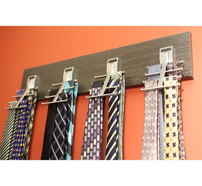 Tie rack closet accessory