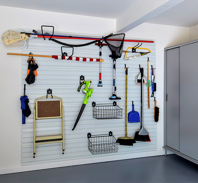 Wall unit with different clips and hook accessories