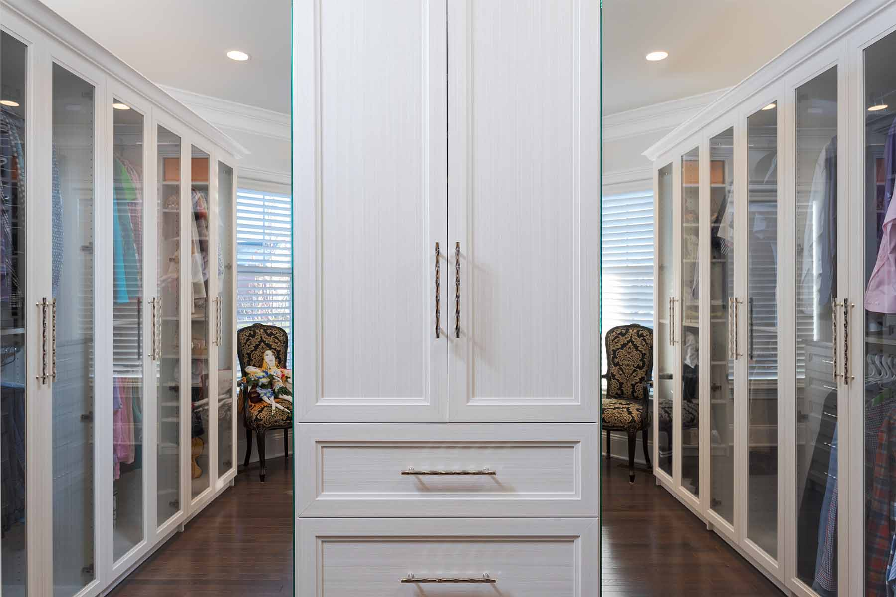 The Art of Decluttering Your Closet