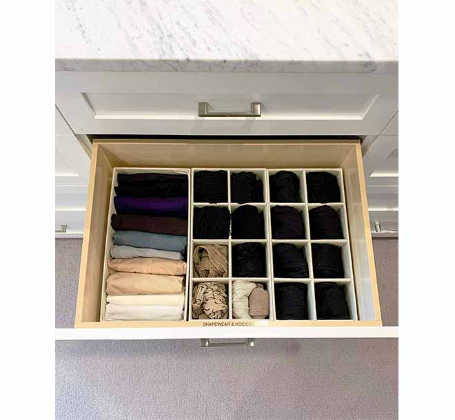 Drawer dividers holding and organing undergarmetns and socks