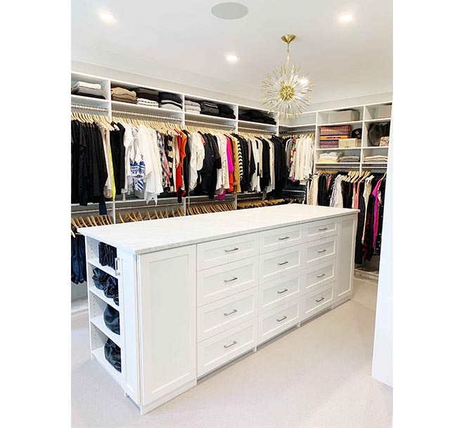 Closet organizer with center island