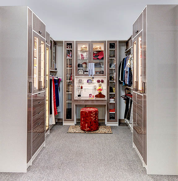Walk in closet finished in high gloss