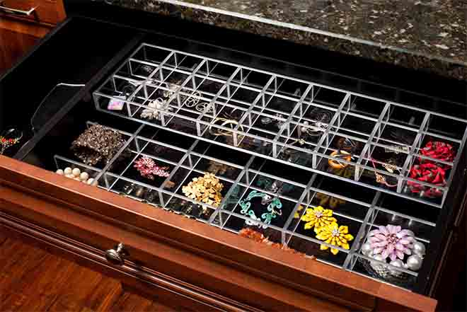 Closet drawer with jewelry insert accessories
