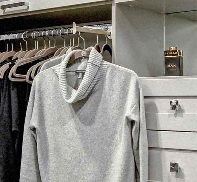 Valet bar closet accessory