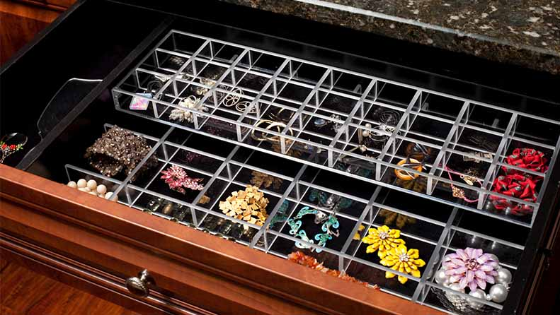 Drawer divider accessory organizing jewelry