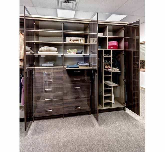 Wardrobe with high gloss finish and pull out shelves
