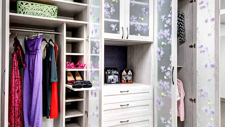 Wardrobe closet with pull out shoe shelves