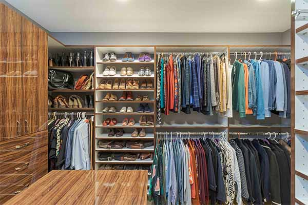 Walk in closet with center island and double hanging