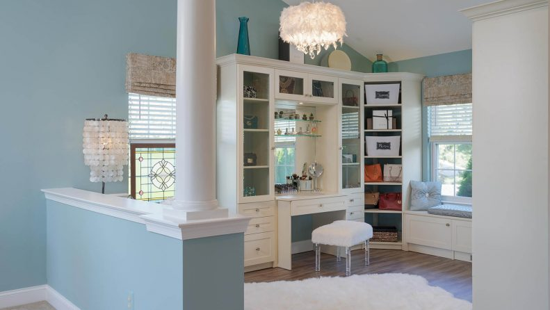 Sitting room with vanity and light blue colors
