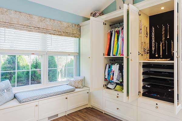Walk in closet cabinet with double hanging