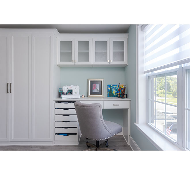 Wall bed closed with side cabinets and workspace