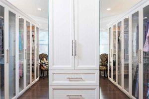 Organized walk in closet system