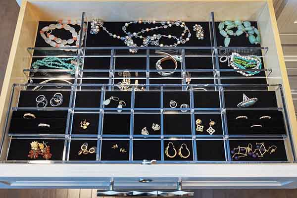 Closer drawer with jewelry inserts